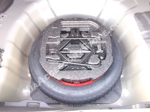 kia_rio_spare_tire_kit.jpg